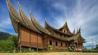 Istana Pagaruyung di Batusangkar. (dok. Instagram @dhzstagram / https://www.instagram.com/p/BporLLiFgFt/?igshid=13jwm1x9cvzxc / Dinda Rizky)