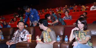 Film My Stupid Boss mendapat sambutan luar biasa dari masyarakat. Bahkan hari pertama penayangan, beberapa tempat bioskop penuh. Film ini juga mendapat perhatian dari Gubernur DKI, Basuki Tjahaja Purnama alias Ahok. (Galih W. Satria/Bintang.com)