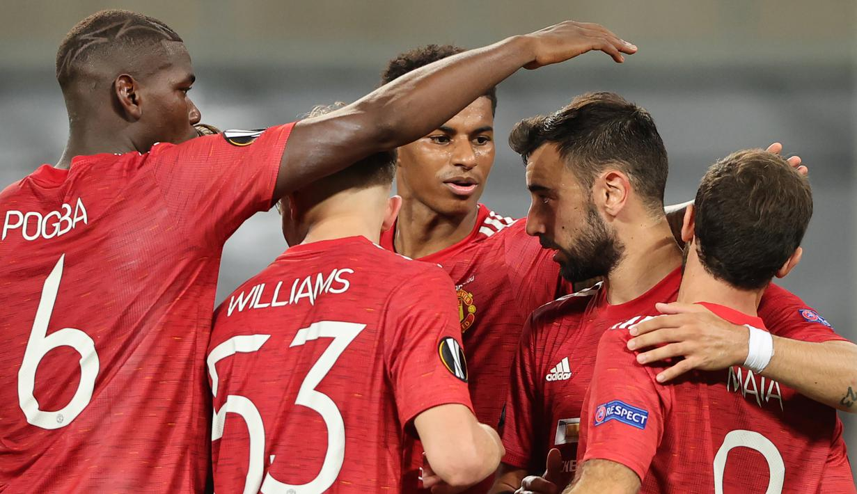 Pemain Manchester United merayakan gol yang dicetak Bruno Fernades ke gawang Copenhagen pada laga perempat final Liga Europa di RheinEnergie Stadion, Jerman, Selasa (11/8/2020) dini hari WIB. Manchester United menang 1-0 atas Copenhagen. (AFP/Wolfgang Rattay/pool)