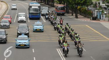 Patroli Polisi Bermotor melintas di Jalan MH Thamrin Jakarta, Jumat (25/11). Dibayangi aksi massa besar-besaran pada Jumat (25/11) arus lalu lintas sejumlah ruas jalan protokol di Jakarta terlihat normal. (Liputan6.com/Helmi Fithriansyah)