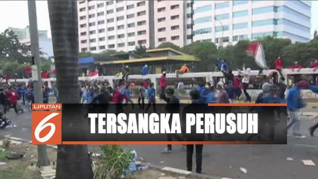 Polisi menetapkan 94 orang sebagai tersangka perusuh aksi penolakan RUU kontroversial.