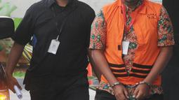 Kepala Satuan Kerja SPAM Darurat, Teuku Moch Nazar tiba di Gedung KPK, Selasa (8/1). Teuku Moch Nazar diperiksa sebagai tersangka dalam kasus suap proyek-proyek pembangunan Sistem Penyediaan Air Minum (SPAM) di Kementerian PUPR. (Merdeka.com/Dwi Narwoko)