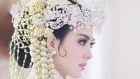 Syahrini mengunggah foto memakai siger di atas kepalanya. Ia bangga membawa tradisi Sunda ke Negeri Sakura (Dok.Instagram/@princessyahrini/https://www.instagram.com/p/Bu_EY8ZlMBH/Komarudin)