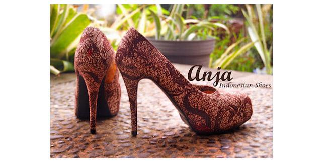 Sepatu Batik | (c) namaewararasu.blogspot.com