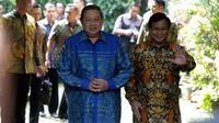 Ketum Partai Demokrat Susilo Bambang Yudhoyono atau SBY (kiri) bersama Ketum Partai Gerindra Prabowo Subianto (kanan) saat akan memberi keterangan usai bertemu di Jakarta, Senin (30/7). Demokrat mengusung Prabowo sebagai capres.(Www.sulawesita.com)