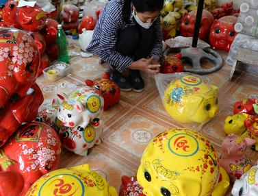 Perajin Patung Babi di Vietnam