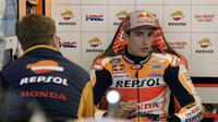 Pembalap Repsol Honda, Marc Marquez harus turun tiga posisi meski sukses mencatat waktu terbaik pada kualifikasi MotoGP Austin 2018. (AP Photo/Eric Gay)