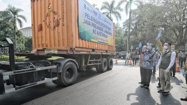 Gubernur Jabar Ridwan Kamil secara langsung melepas seremoni ekspor 16 ton kopi arabika Java Preanger Jabarano ke Sydney, Australia