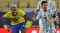Duel antara Neymar dan Lionel Messi saat Timnas Brasil bersua Argentina di final Copa America 2021 hari Minggu (11/07/2021) pagi WIB. (NELSON ALMEIDA / AFP)