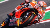 Marc Marquez sempat terlibat insiden dengan Valentino Rossi di lap terakhir Q2 kualifikasi MotoGP San Marino (AFP)
