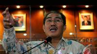 Jimly heran kepada Tim Advokasi Prabowo-Hatta yang tidak mengetahui jadwal libur. Kenapa tidak dating hari Minggu saja sindir Jimly, Jakarta, Senin (4/8/2014) (Liputan6.com/Faisal R Syam)