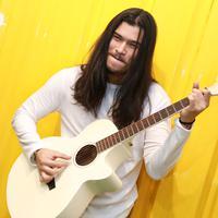 Virzha kembali membuktikan eksistensinya pasca lulus dari Indonesian Idol. Di bulan ramadan ini, ia pun memperkenalkan album terbarunya yang bertajuk Kedua. (Adrian Putra/Bintang.com)