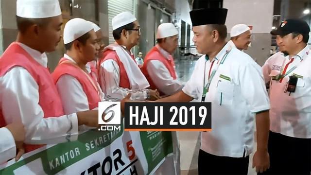 Usai menjalankan ibadah arbain di Madinah, 900 jemaah haji kembali ke tanah air. Mereka berasal dari embarkasi Surabaya. PPIH menginformasikan semua hal yang terkait dokumen dan barang bawaan jemaah telah selesai diurus.