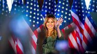 Ibu negara Melania Trump berbicara dalam rapat umum kampanye pada 27 Oktober 2020 di Atglen, Pennsylvania. (Foto: AP / Laurence Kesterson)