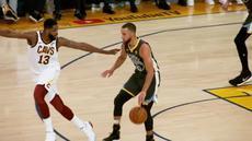 Berita video melihat beberapa sisi di balik game 2 final NBA 2017-2018, Golden State Warriors vs Cleveland Cavaliers.