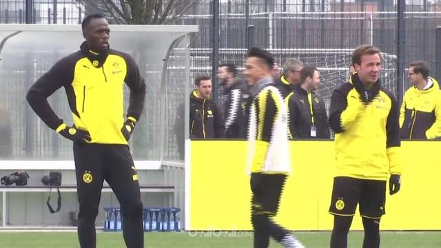 Berita video mantan sprinter asal Jamaika, Usain Bolt, melakukan aksi nutmeg saat berlatih bersama Borussia Dortmund. This video presented by BallBall.