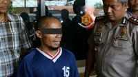 Dukun cabul mengaku titisan Nabi Adam dan Nyi Roro Kidul beraliran sesat ditangkap Polisi (Liputan6.com/Fajar Eko nugroho)