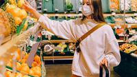 Ilustrasi orang berbelanja. (dok. Anna Shvets/Pexels.com)