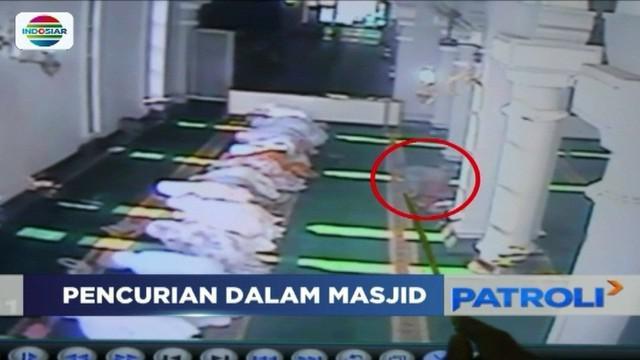 Berpura-pura salat di Masjid Agung Tuban, Jawa Timur, seorang perempuan mencuri uang dan telepon genggam.
