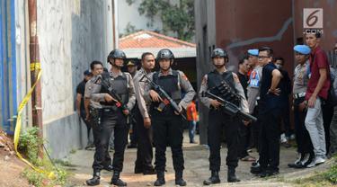 Polisi Bersenjata Jaga Rumah Terduga Teroris Bogor