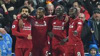 Para pemain Liverpool merayakan gol ke gawang Manchester United pada laga Premier League di Anfield, Minggu (16/12/2018). (AFP/Paul Ellis)