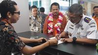 PT. Bank Rakyat Indonesia (Persero) Tbk melalui Kantor Wilayah BRI Denpasar meresmikan pembukaan gerai money changer di Bandara Komodo.