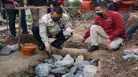 Wali Kota Cirebon Nashrudin Azis saat ikut dalam seremoni peletakan batu pertama pembangunan Shelter PMKS. Foto (Istimewa)