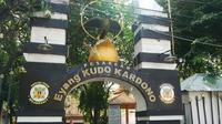 Pesarean Makam Eyang Kudo Kardono, panglima perang era Kerajaan Majapahit, berlokasi di Jalan Cempaka 25, Surabaya, Jawa Timur. (Liputan6.com/Dhimas Prasaja)