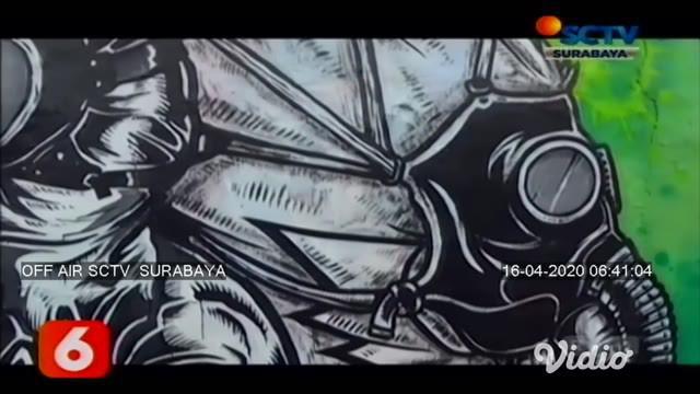 Komunitas Mural Surabaya melangsungkan aksinya di kawasan Wonokromo, Surabaya. Para seniman melukis wajah Menteri Kesehatan bersama seorang ibu yang sedang menggunakan masker, hal ini diharapkan mampu menyampaikan pesan moral kepada masyarakat.