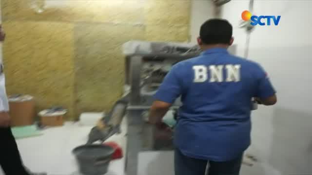 Minggu (3/11) siang, BNN menyita 13 juta butir pil dalam penggerebekan pabrik pil paracetamol caffein carisprodol (PCC) di Semarang.