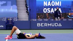 Reaksi petenis Jepang Naomi Osaka setelah mengalahkan Victoria Azarenka dari Belarusia pada laga final AS Terbuka di Arthur Ashe Stadium, New York, Sabtu (12/9/2020). Naomi Osaka menjadi juara AS Terbuka 2020 lewat pertarungan tiga game dengan skor 1-6, 6-3, 6-3. (AP/Seth Wenig)