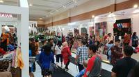 Salah satu daerah penghasil UMKM terbanyak ialah Bandung. Yap, Kota Kembang itu memang terkenal akan kerajinan tangan yang bisa menghasilkan keuntungan. Data terkini, terdapat 300 ribuan UMKM di Bandung.