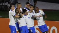 Pemain Brasil rayakan gol Philippe Coutinho ke gawang Bolivia (AP Photo/Andre Penner)