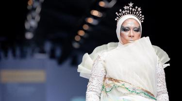 Potret Melly Goeslaw di Jakarta Fashion Week 2020