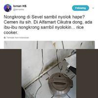 Kalau handphone mah nanggung, lihat nih kelakukan emak-emak kalau lagi nongkrong di mini market. (Foto: Twitter/@ismanhs)