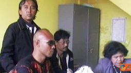 Citizen6, Bali: Kurator PT Bali Consultant Life Insurance, Tarigan Sondang P Siagian dan Marsaulina Manurung melaporkan Polda Bali ke Kapolri dan Kepala Bareskrim pada, Minggu (3/7). (Pengirim: Dewa Darmada)