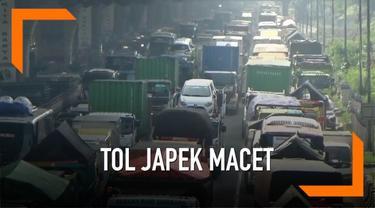 Kemacetan parah di tol cikampek arah Jakarta yang terjadi mulai Selasa (9/4) pagi disebabkan oleh dua truk yang mogok. Jasamarga berikan penjelasan terkait peristiwa ini.