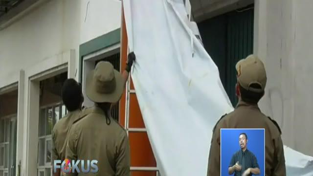 Upaya pembersihan masih dilakukan di hari kedua masa tenang karena sebelumnya petugas meminta kepada partai politik dan tim sukses untuk membersihkan APK secara swadaya.