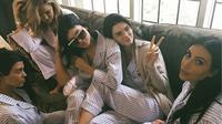 Keluarga Kardashian malah menganggap hal yang dilontarkan Ryan Reynolds adalah pembicaraan yang lucu. (instagram/kyliejenner)