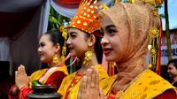 Tarian selamat datang akan menyambut 50 orang raja utusan kerajaan Nusantara dalam sidang mufakat Rajo Bengkulu (Liputan6.com/Yuliardi Hardjo)