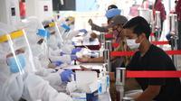 BIN kerahkan 2 unit mobil laboratorium PCR saat rapid test massal di Kabupaten Tangerang. (Istimewa)