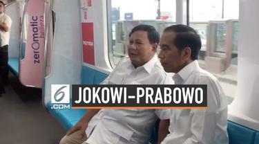 Warganet ramai membicarakan pertemuan Jokowi dan Prabowo hari ini di media sosial. Tagar #03PersatuanIndonesia pun menjadi trending hari ini.
