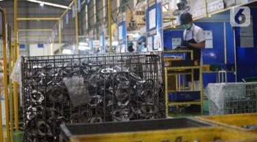 Produksi metal yang dihasilkan di PT Rahmat Perdana Adhimetal di Cikarang, Jabar, Senin (11/1/2019). Dukungan Astra Ventura melalui kegiatan Astraventure Day 2019 mengusung tema Initiating SME's as Enabler Of Digitalization. (Liputan6.com/HO/Eko)