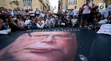 Warga Malta berdemonstrasi menuntut keseriusan pemerintahnya mengungkap pelaku pembunuhan seorang jurnalis.