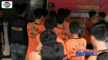 Dua pekan diburu, tim gabungan Polres Metro Kota Tangerang dan Polda Metro Jaya akhirnya membekuk belasan pemuda yang diduga melakukan penyerangan terhadap supoter sepak bola dan anggota kepolisian.