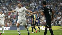 Striker Real Madrid, Gareth Bale, melakukan selebrasi setelah membobol gawang Leganes dalam laga lanjutan La Liga, di Santiago Bernabeu, Minggu (2/9/2018) dini hari WIB. (AP Photo/Andrea Comas)