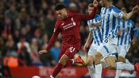 Alex Oxlade-Chamberlain saat laga Liverpool vs Huddersfield Town di Anfield, Sabtu dini hari WIB (17/4/2019). (AFP/Oli Scharff)