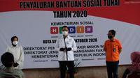 Penyaluran Bantuan Sosial Beras dan BST Tahap VII di Surabaya.