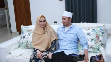 [Fimela] Kartika Putri dan Habib Usman Bin Yahya