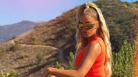 Ketidakpercayaan diri Khloe Kardashian ternyata hadir karena Kris Jenner menyarankan  dirinya untuk mengoperasi bentuk hidungnya. (instagram/khloekardashian)